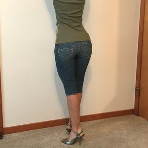 Abercrombie & Fitch Crop Jean Capri, Shorts Size 2